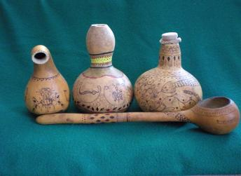 Image of gourd canteens.